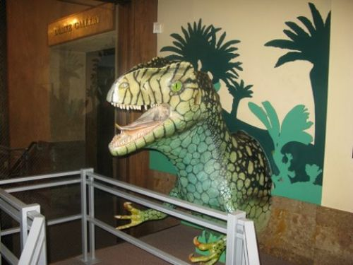  Al, the money-eating dinosaur at the museum of natural history 